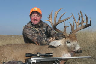 Mark Kayser with 205 gross-scoring buck, copyright Mark Kayser